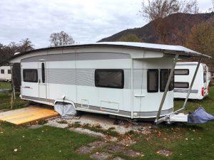 Verlängertes Wohnwagen Schutzdach